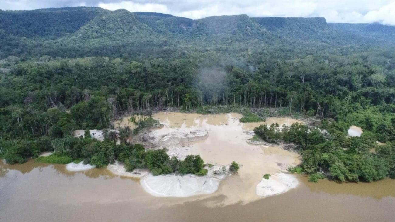Imagem de terra Yanomami afetada pelo garimpo