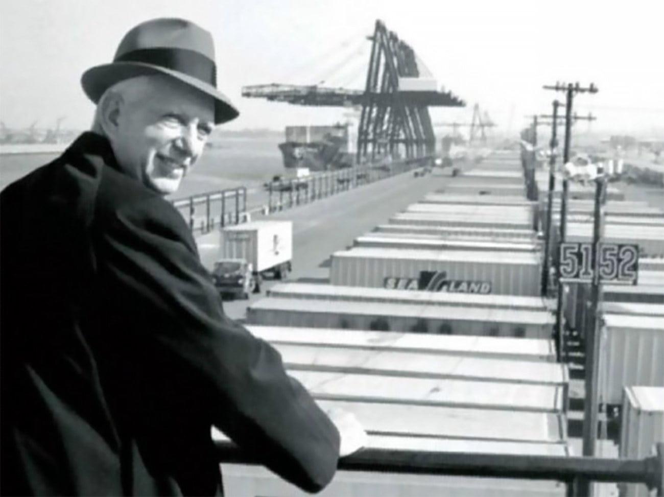 Imagem de Malcom McLean tido como inventor dos Navios porta-contêineres