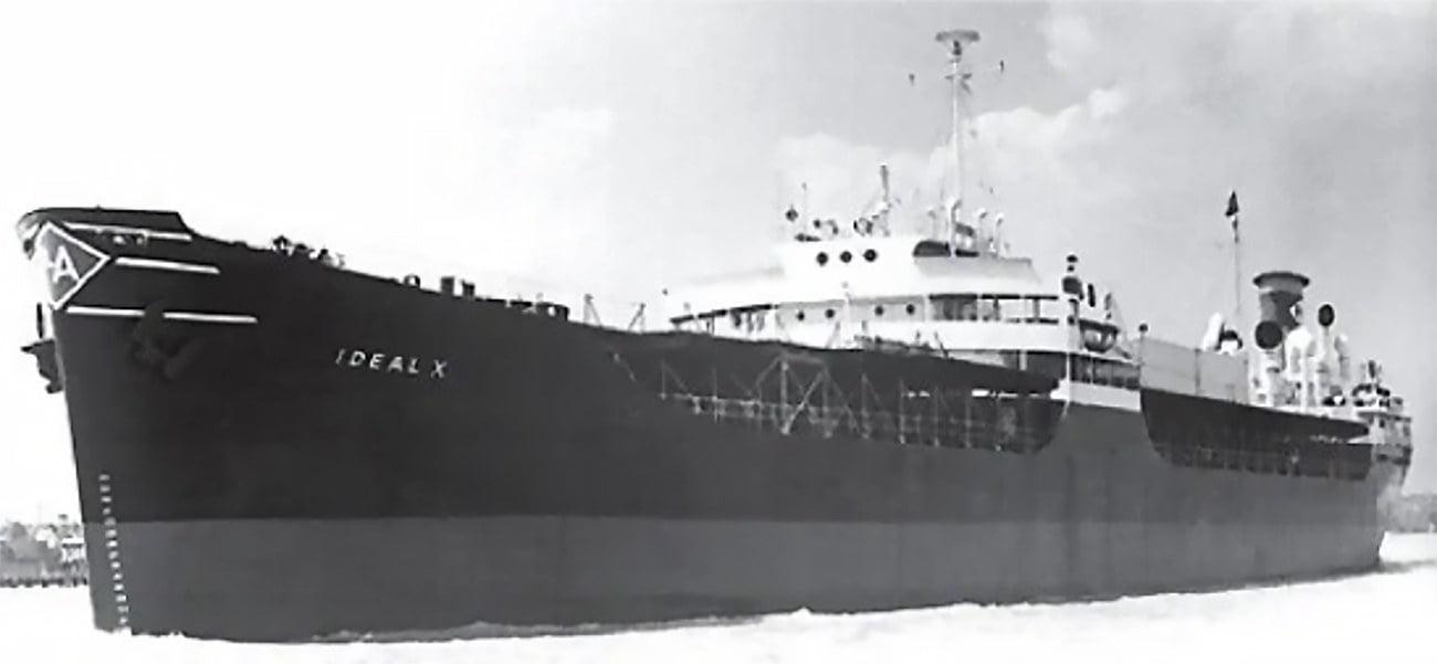 Imagem do navio porta contêiner Ideal X