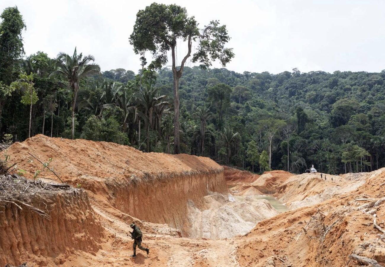 Imagem de mina de uto ilegal na Amazônia