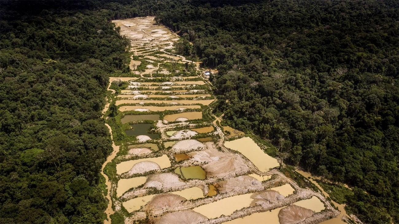 Imagem de garimpo ilegal na Amazônia