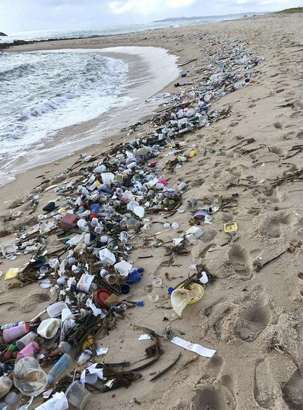 Imagem de lixo em praias do Nordeste