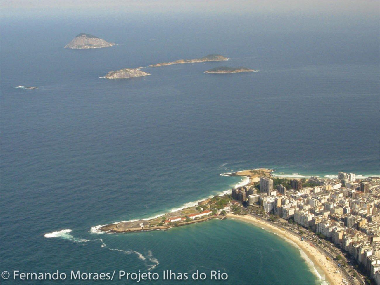 Imagem da Ponta do Arpoador e as ilhas Cagarras, RJ