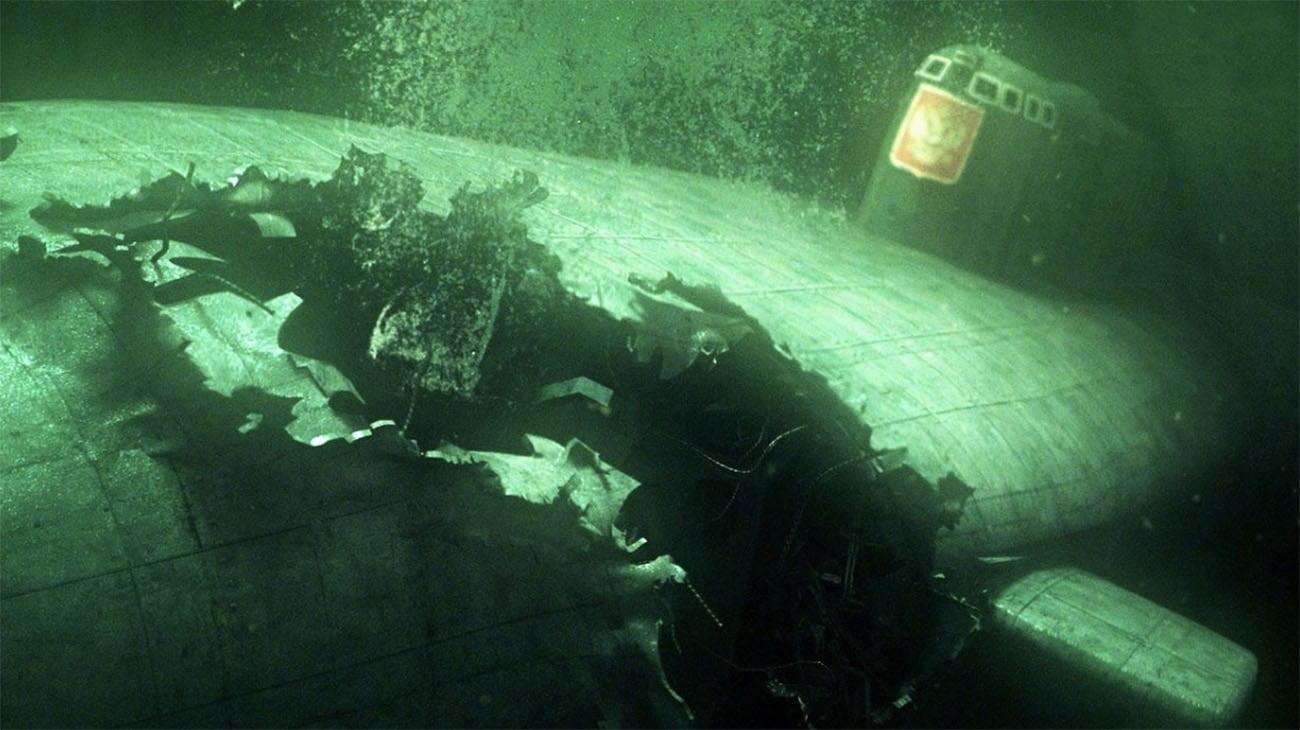 Imagem do submarino Kursk naufragado no mar de Berents