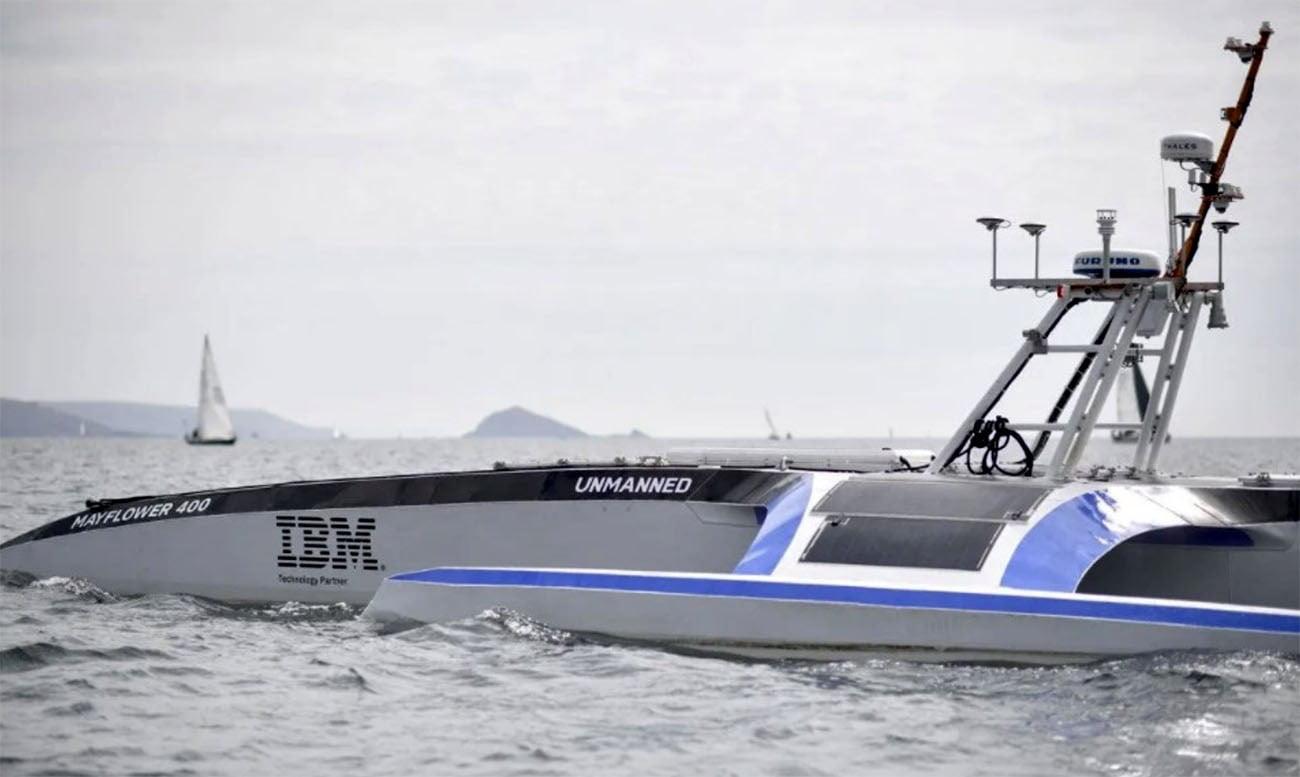 imagem de barco autônomo no mar