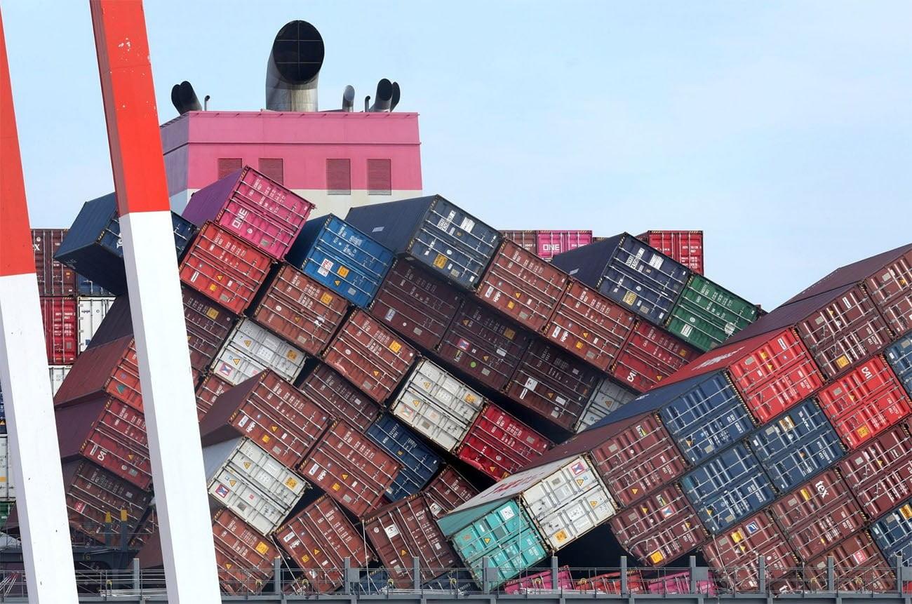 Imagem dos contêineres do navio One Apus