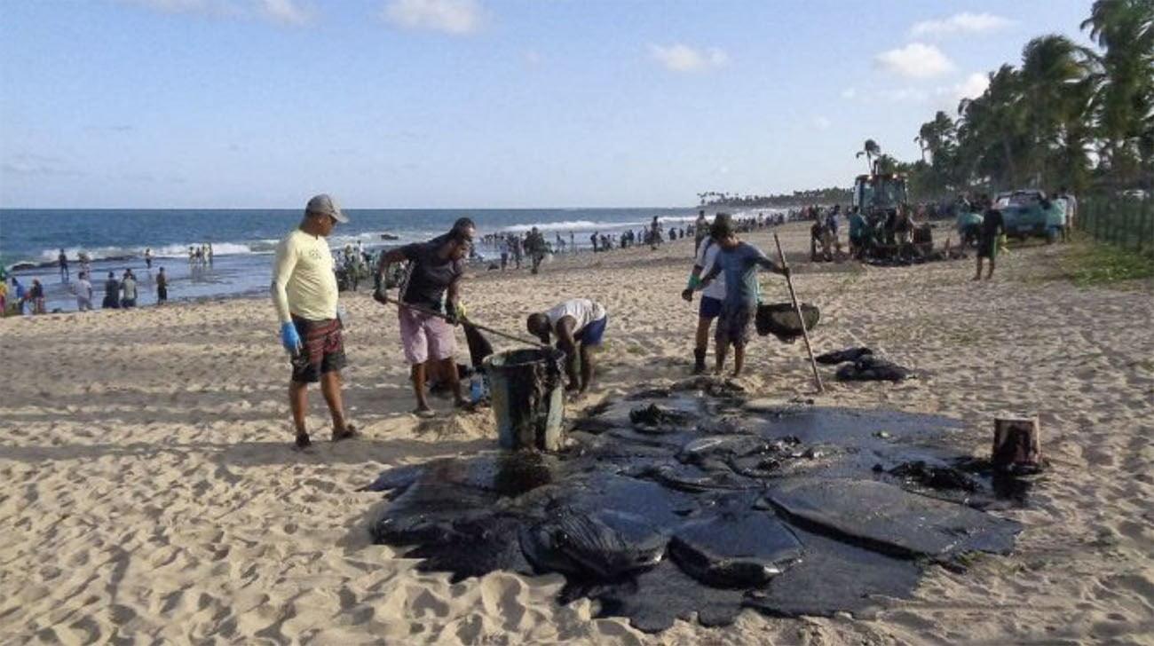 Imagem de manchas de óleo no Nordeste