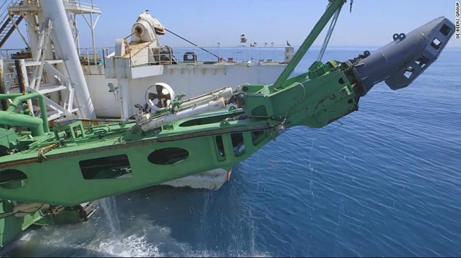 Imagem de braço mecânico de navio de mineração