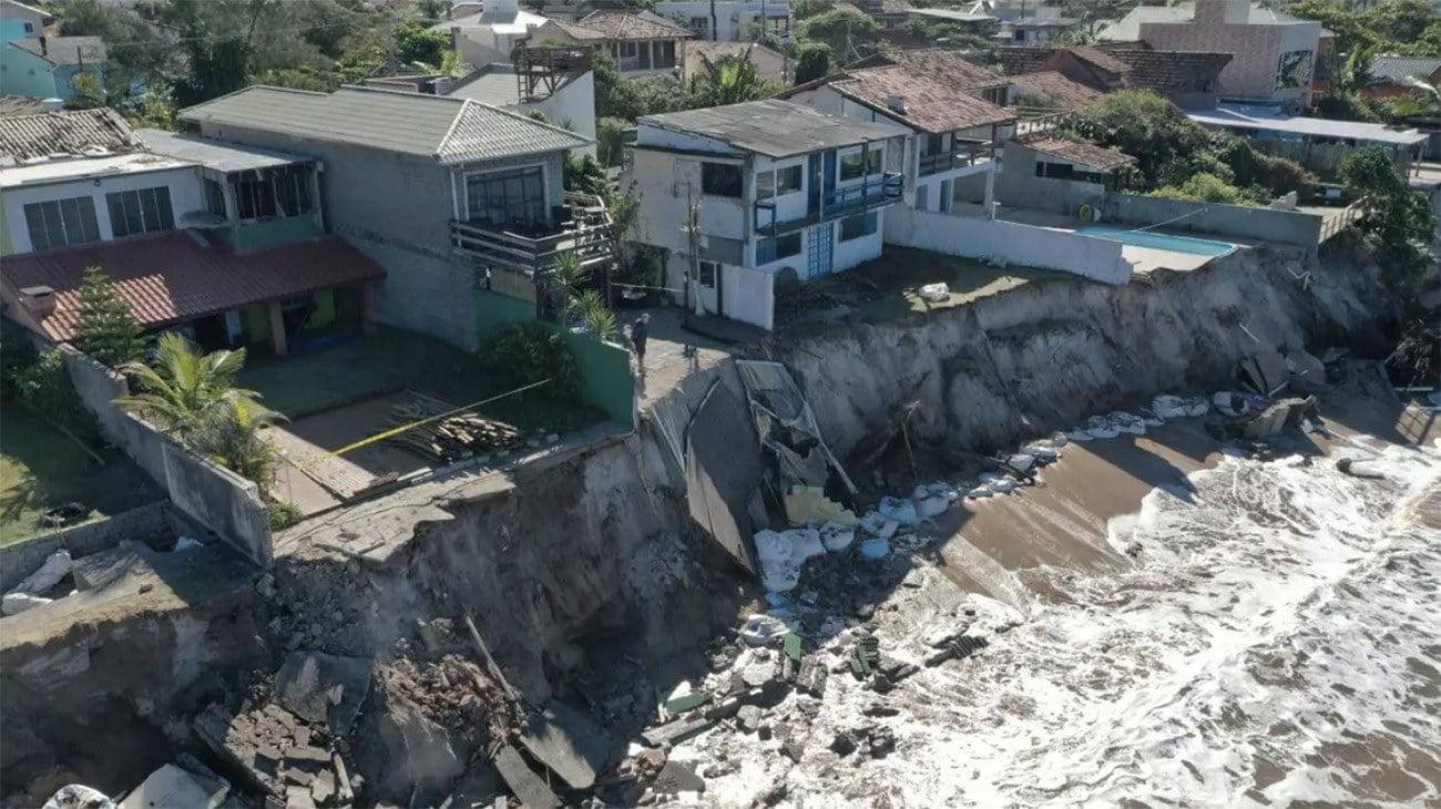 Imagem de erosão no litoral de Florianópolis