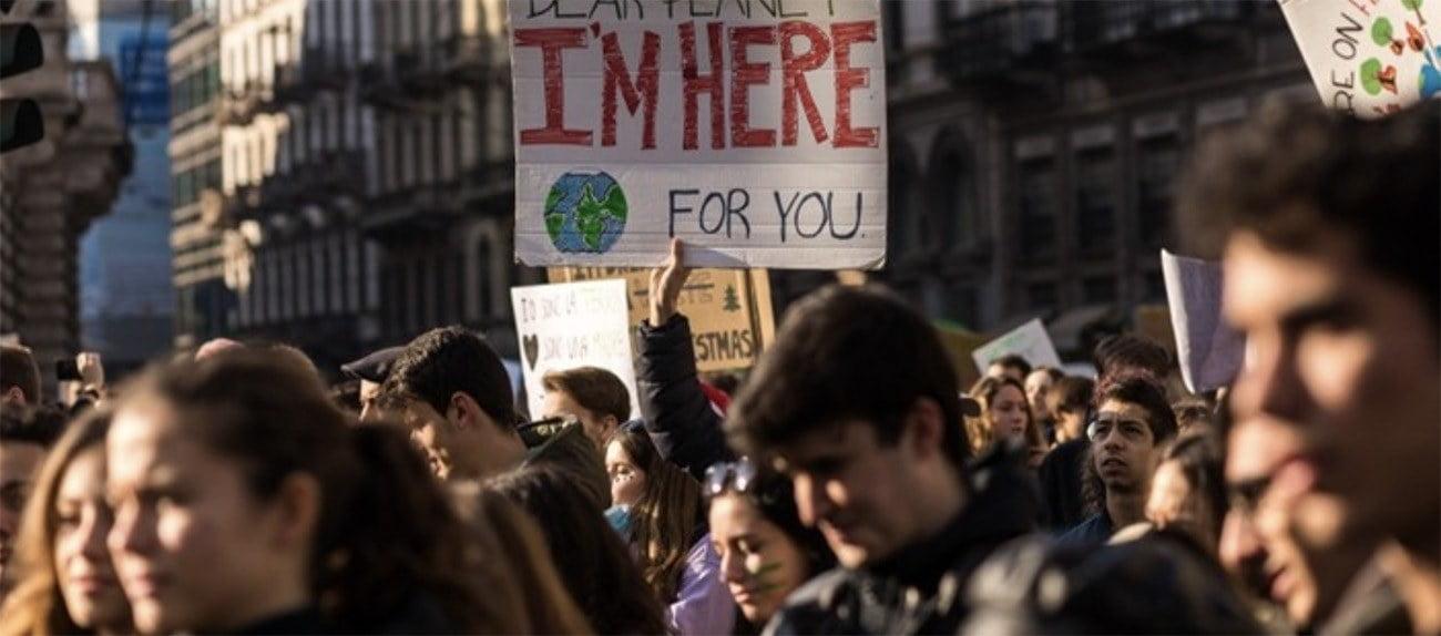Imagem de estudantes em evento sobre o clima