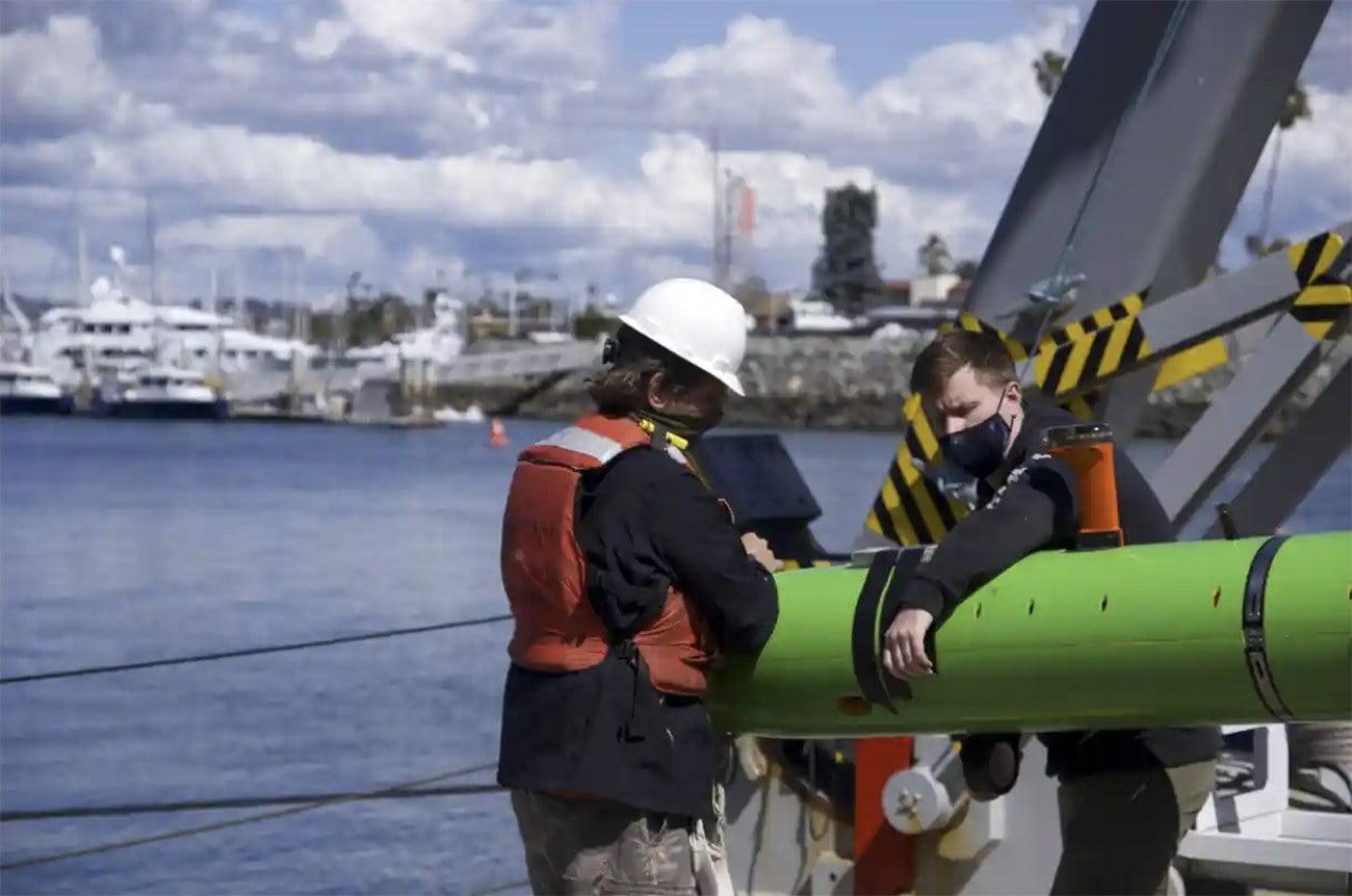 Imagem de navio de pesquisa na Califórnia