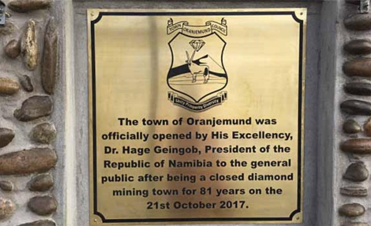 Imagem de placa da cidade de Oranjemund