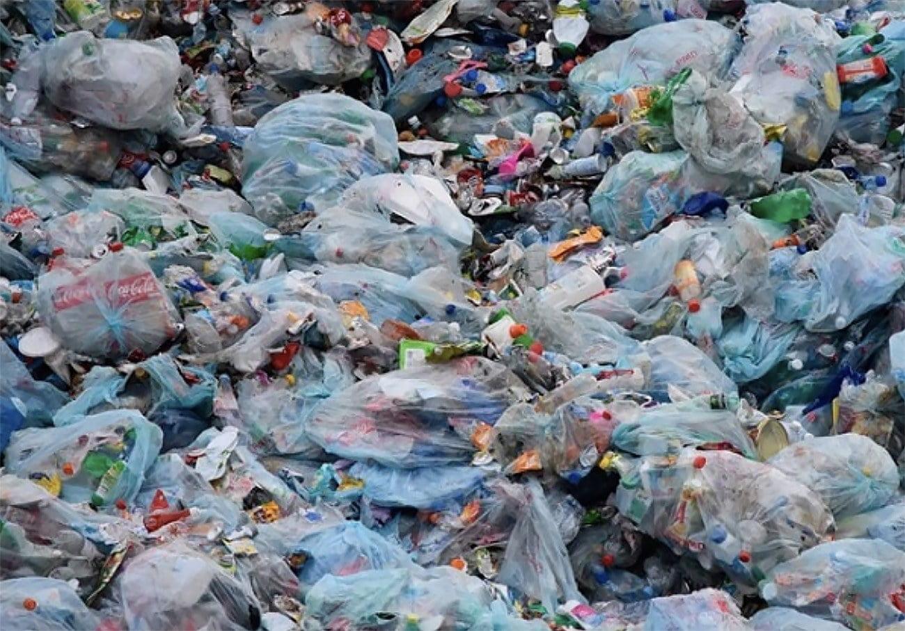 Imagem de resíduos plásticos