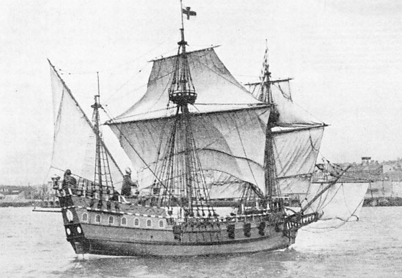 Gravura mostra o navio Pelican de Francis Drake