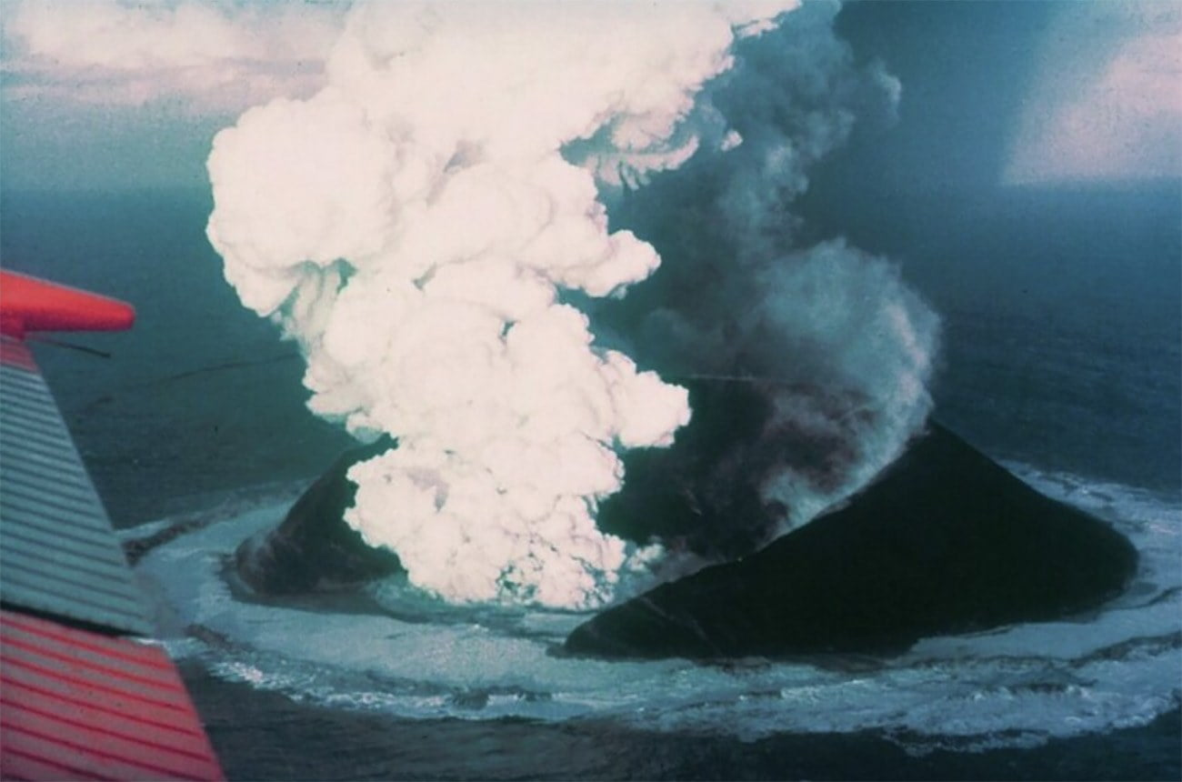 Imagem da formação de ilha vulcânica