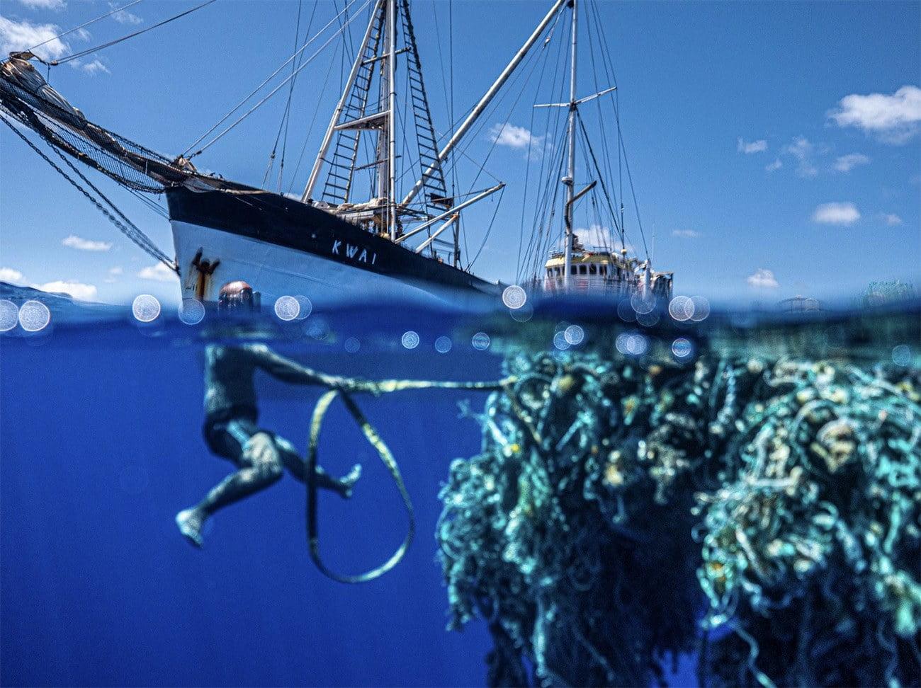 Imagem de barco que participou da maior limpeza marinha do mundo