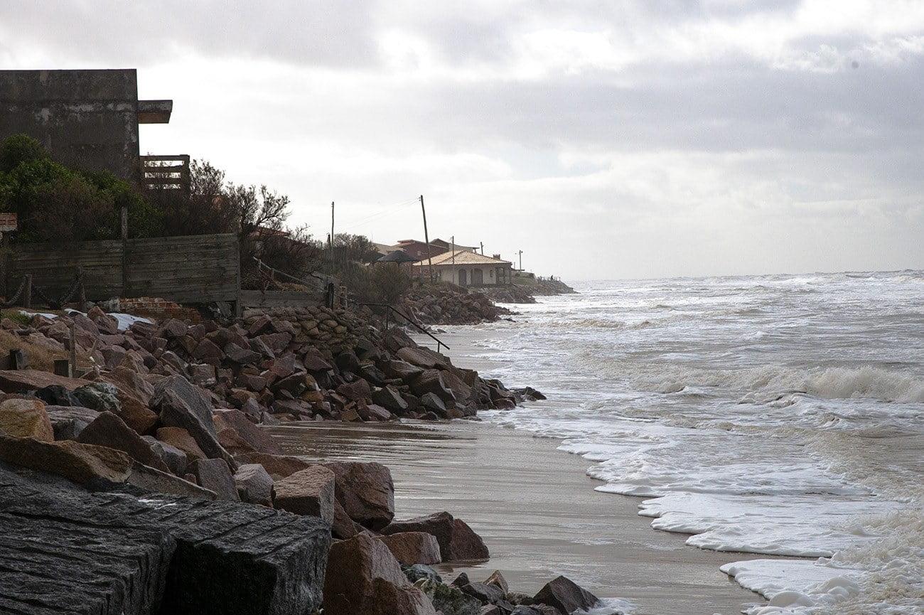 Imagem de erosão no litoral gaúcho
