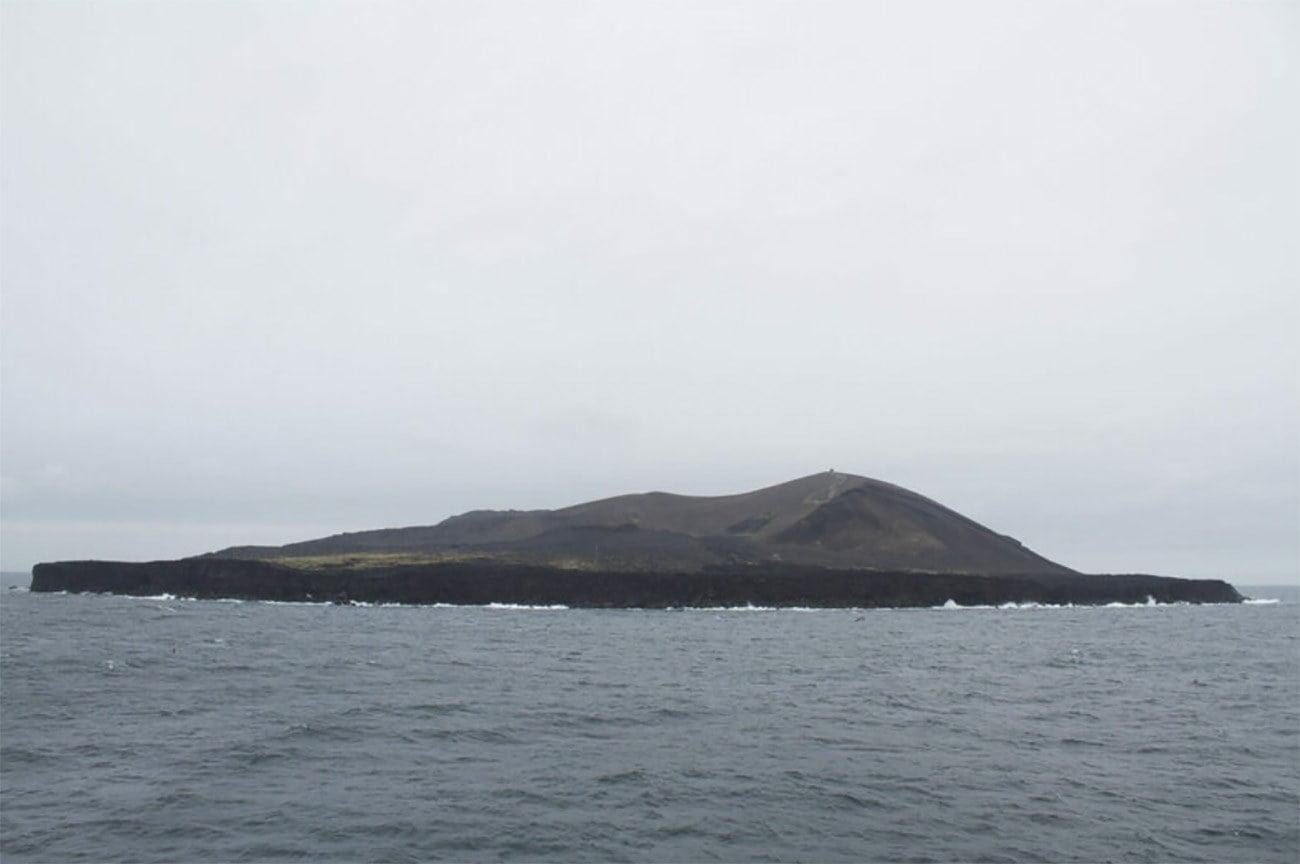 Imagem da ilha Surtsey, na Islândia,