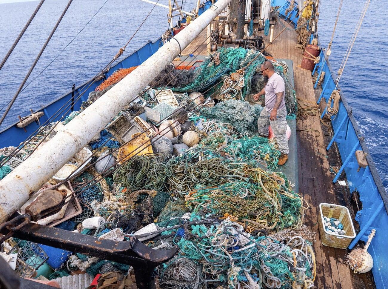 Imagens de redes no convés de barco