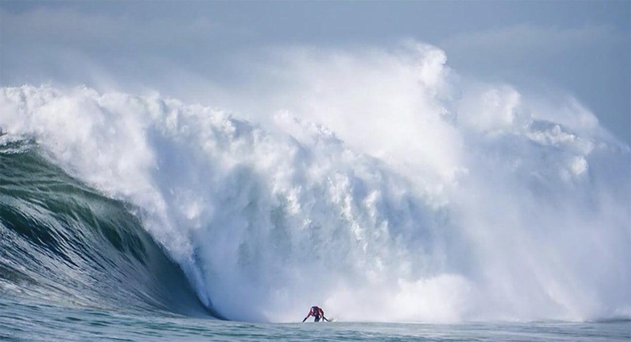 Imagem da maior onda do Brasil na praia do Costa