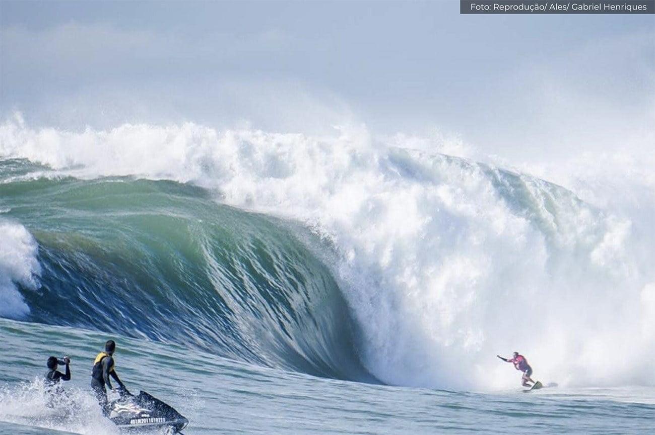 Imagem da maior onda do Brasil