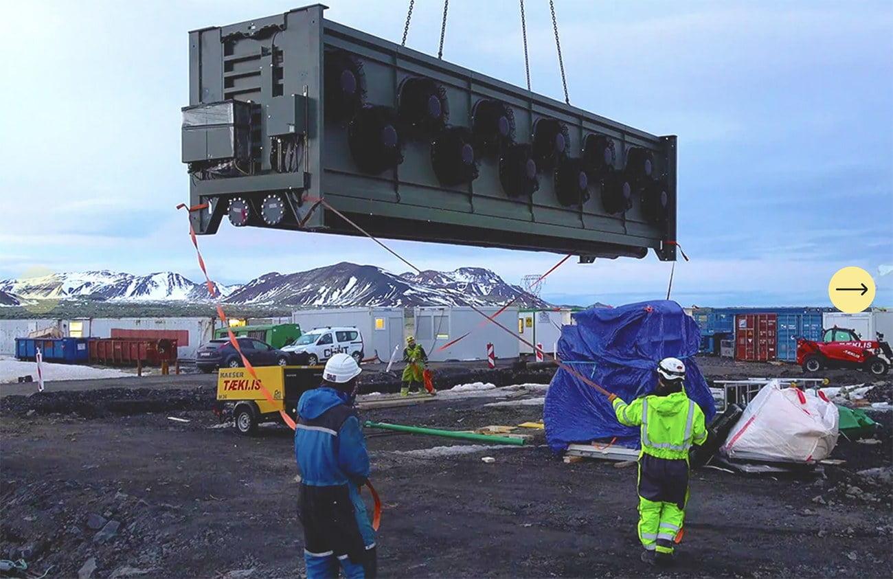 Imagem da montagem da usina para capturar co2 na Islândia