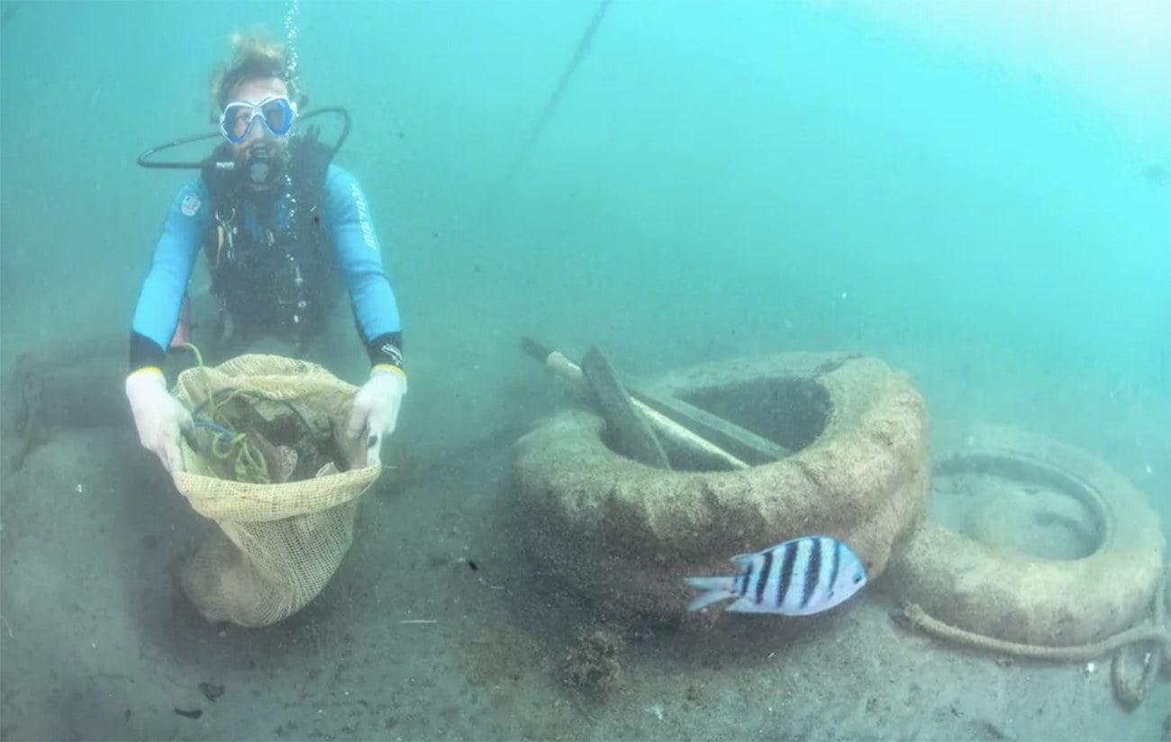 Imagem de mutirão de limpeza submarina