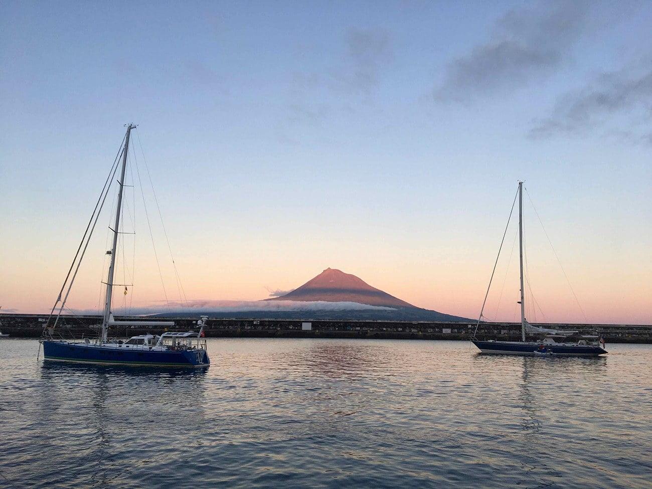 Imagem da ilha do Faial, nos Açores